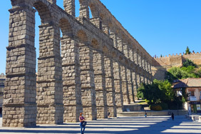 Cycling in Segovia, see the Roman Aqueduct