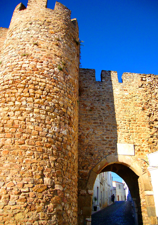 Best towns to visit in Portugal's Alentejo region - the fortified wall of Estremoz
