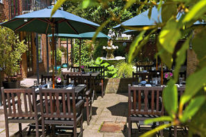 Cycling England's London To Oxford,  Fine hotel patio